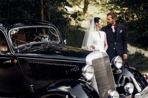 sposi con auto d'epoca location per matrimoni a palermo villa fabiana